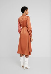 UNIQUE 21 - WRAP DRESS IN CONTRAST - Korte jurk - rust/blush - 3