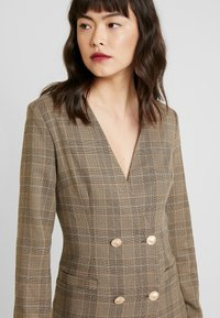 UNIQUE 21 - TAILORED IN CHECK - Shirt dress - tan - 4