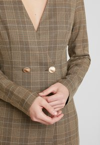 UNIQUE 21 - TAILORED IN CHECK - Shirt dress - tan - 6