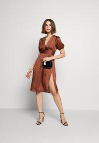 UNIQUE 21 - PUFF SLEEVE DRESS - Koktejlové šaty/ šaty na párty - brown - 1