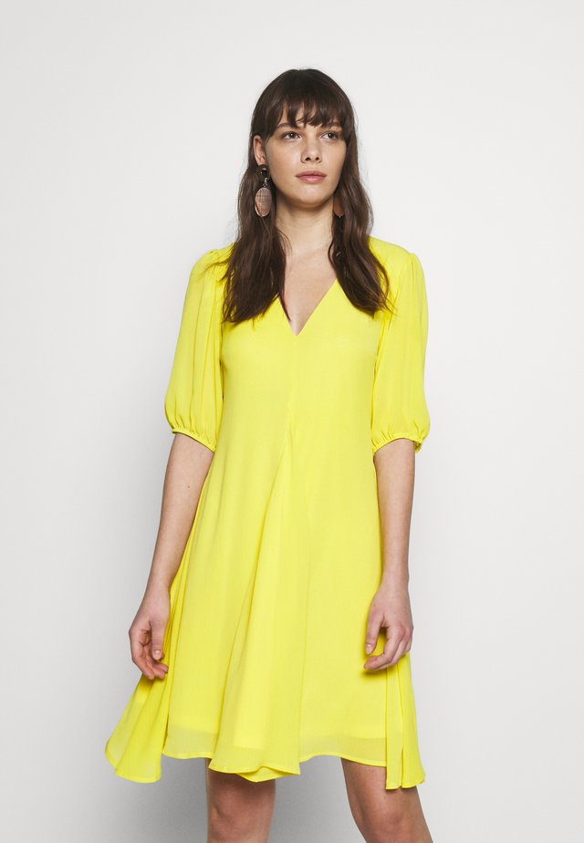 PUFF SLEEVE SWING DRESS - Denní šaty - yellow