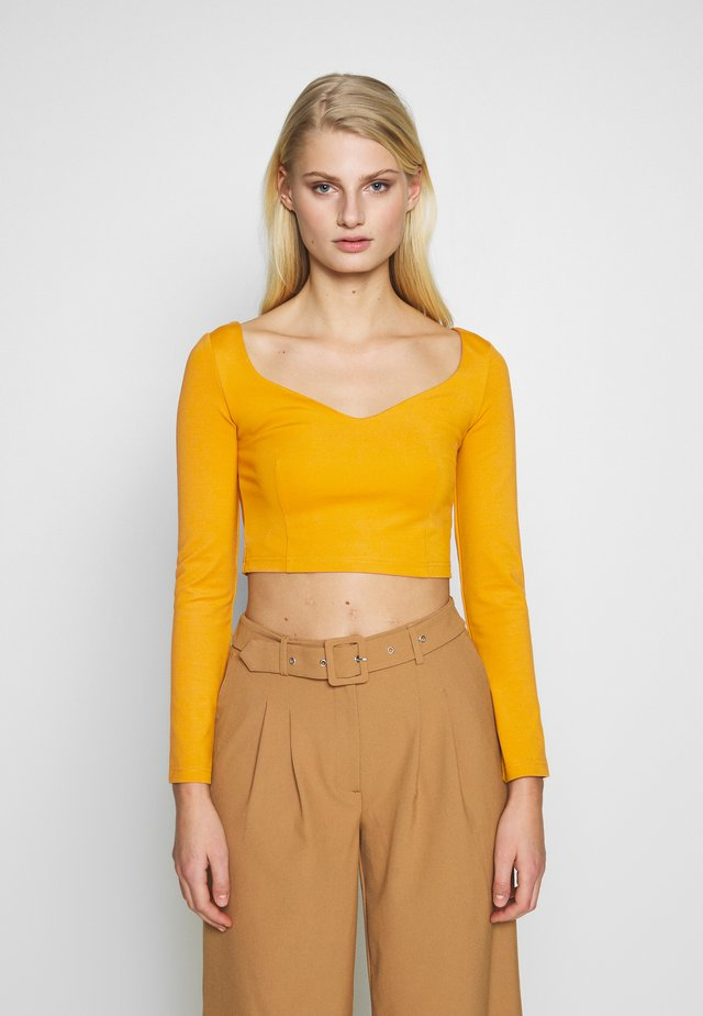 SQUARE NECK - Long sleeved top - mustard