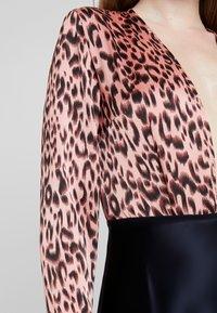 UNIQUE 21 - LEOPARD PRINT BODYSUIT - Blůza - leopard - 5