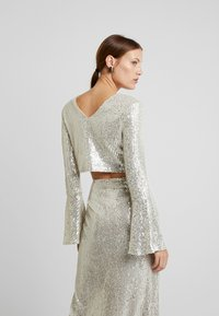 UNIQUE 21 - LONG SLEEVE SEQUIN - Blusa - brushed silver - 2