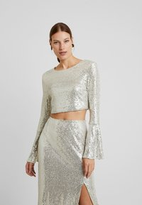UNIQUE 21 - LONG SLEEVE SEQUIN - Blusa - brushed silver - 0
