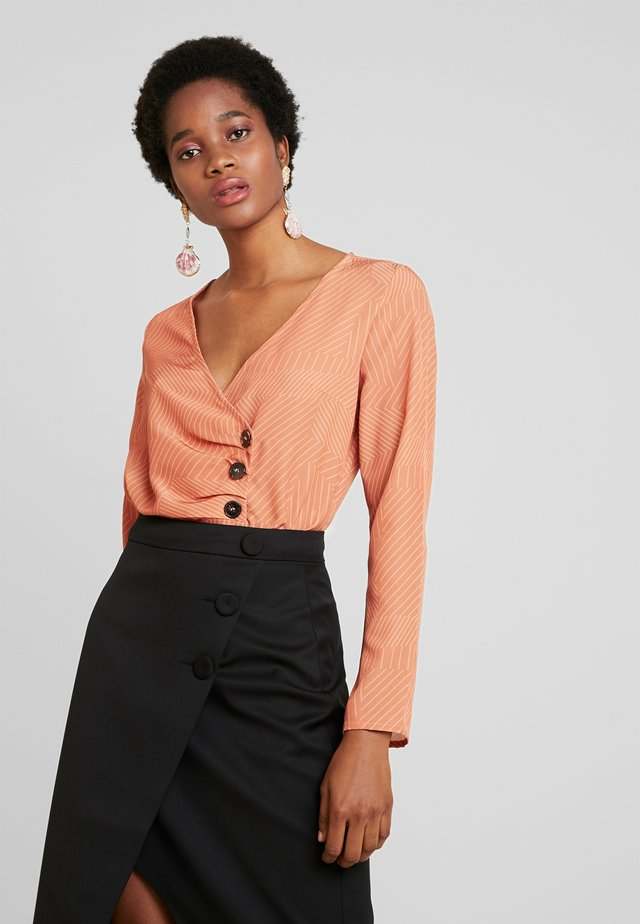BODYSUIT WITH 3 BUTTON DETAILING - Bluse - coral
