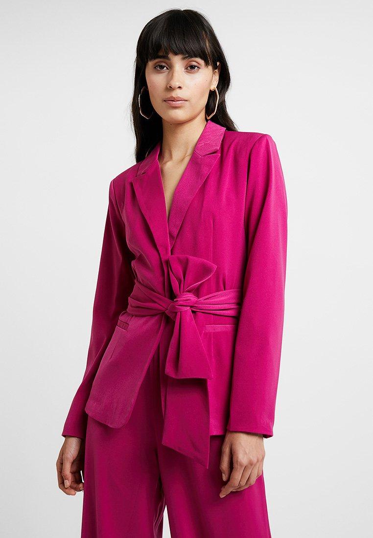 UNIQUE 21 - WRAP BELT - Blazer - fuchsia pink