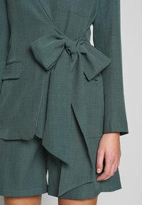 UNIQUE 21 - PEACOCK TIE-SIDE - Blazer - green - 4