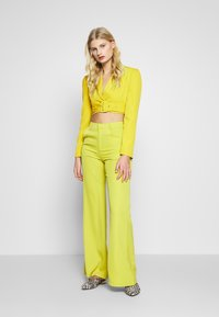 UNIQUE 21 - CHARTREUSE BELTED CROP - Blazer - charreuse - 1