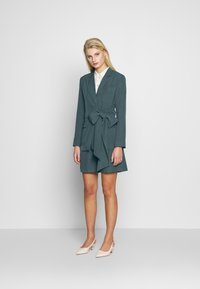 UNIQUE 21 - PEACOCK BELTED HIGH WAIST - Shorts - green - 1