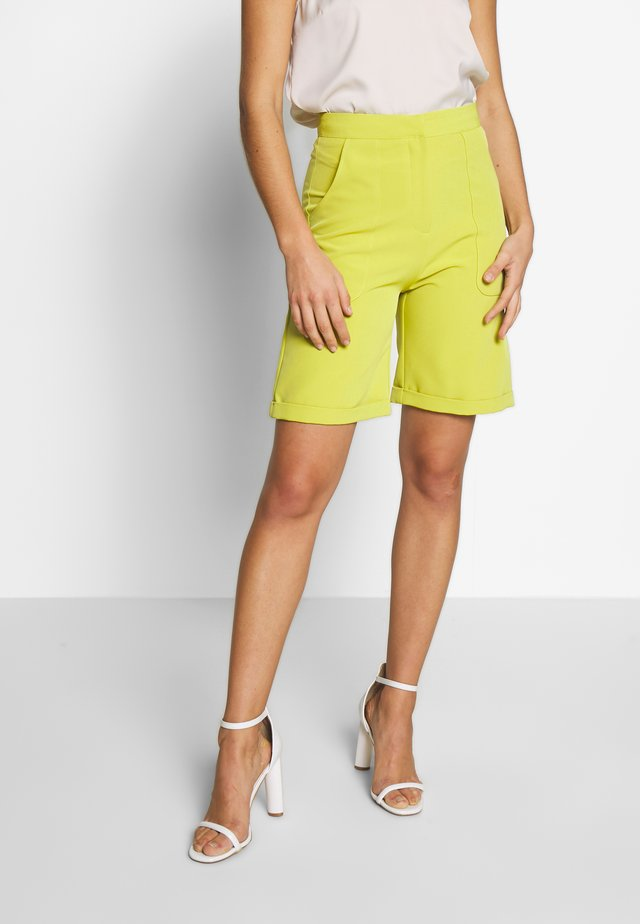POPLIN TAILORED CITY SHORT - Shorts - lime