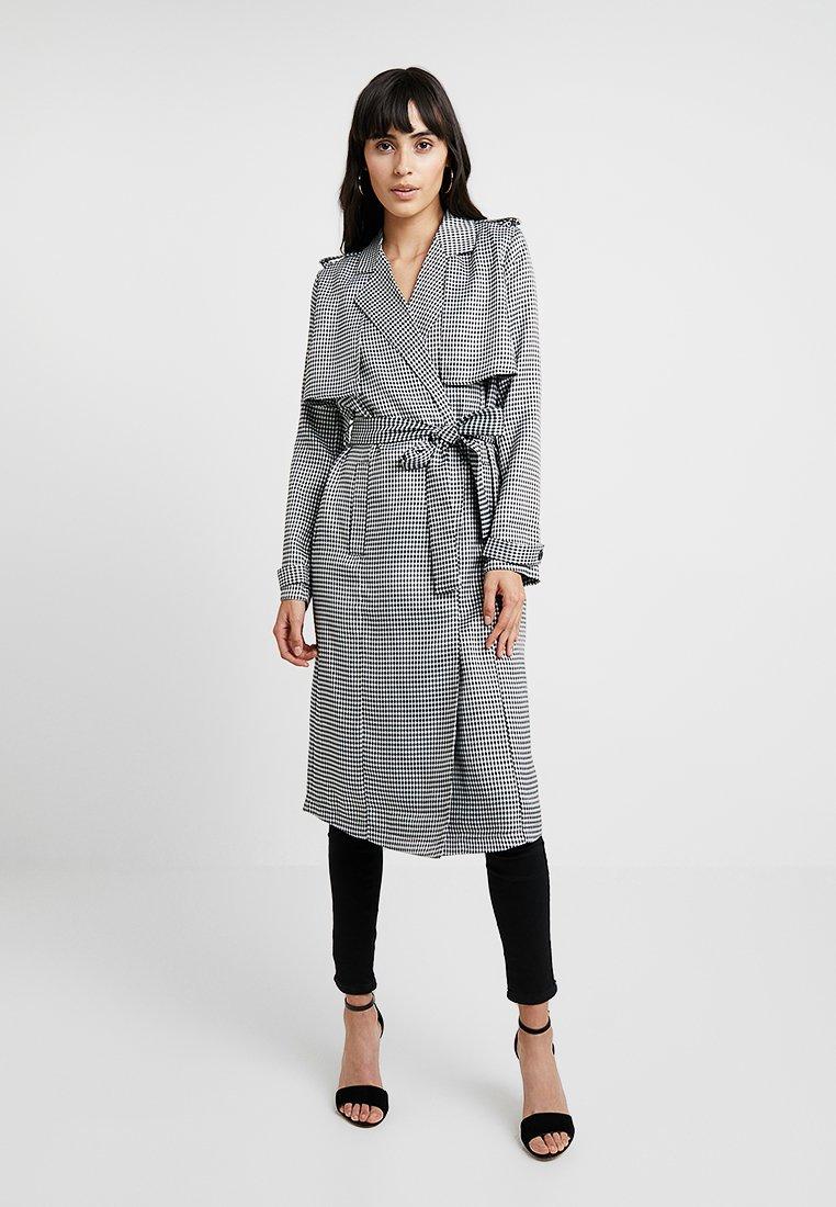 UNIQUE 21 - CHECK PRINT - Trenchcoat - grey