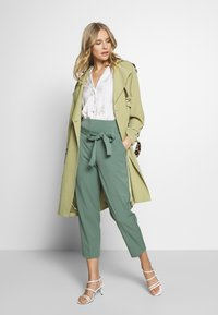 UNIQUE 21 - SAGE OVERSIZED TRENCH COAT - Trenčkot - pistachio - 1