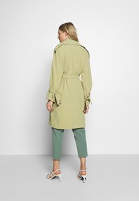 UNIQUE 21 - SAGE OVERSIZED TRENCH COAT - Trenčkot - pistachio - 2