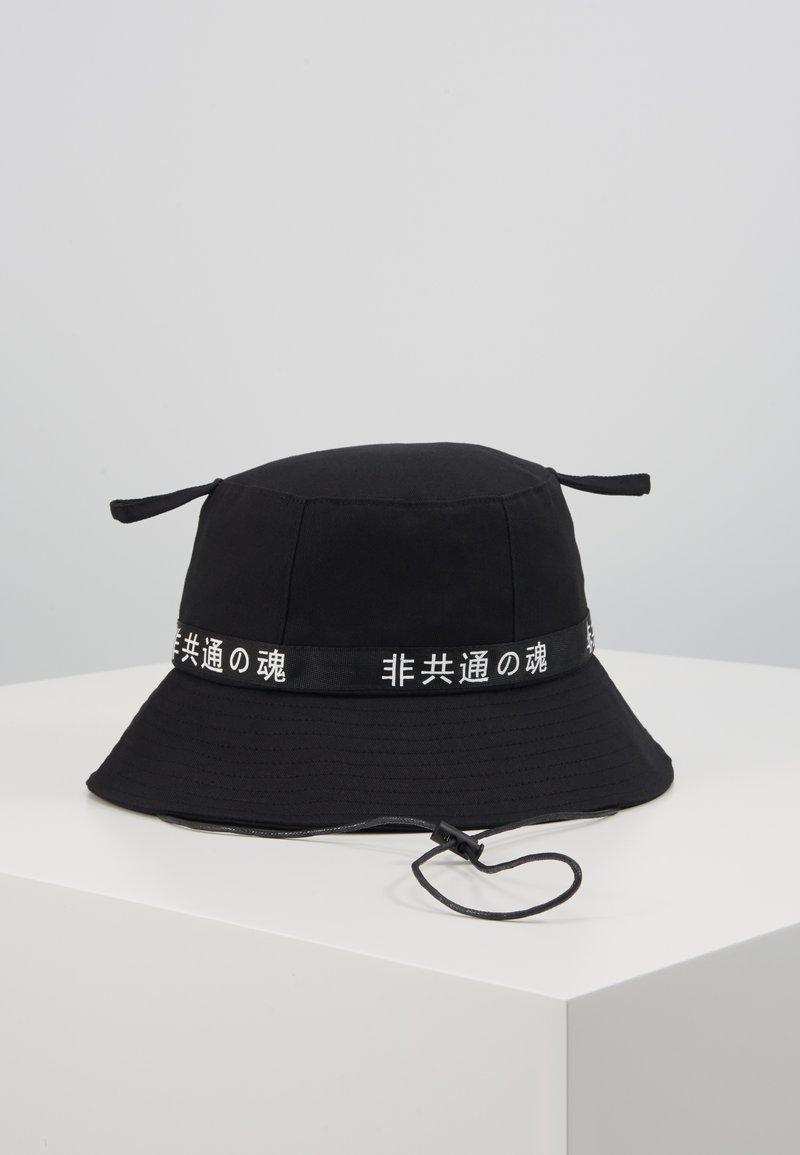 Uncommon Souls - LOGO BUCKET HAT - Hatt - black/black