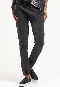 Urban Classics - Pantalones deportivos - darkgrey - 3