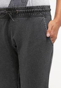 Urban Classics - Pantalones deportivos - darkgrey - 4