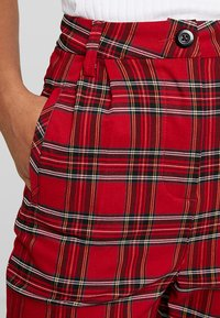 Urban Classics - LADIES HIGHWAIST CHECKER CROPPED PANTS - Bukse - red/black - 3