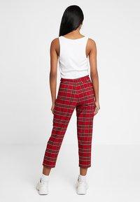 Urban Classics - LADIES HIGHWAIST CHECKER CROPPED PANTS - Bukse - red/black - 2