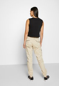 Urban Classics - LADIES HIGH WAIST CARGO - Kapsáče - concrete - 2
