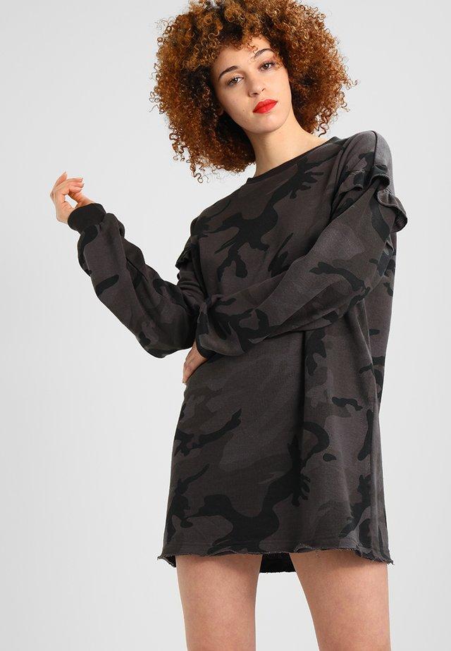 LADIES CAMO VOLANT CREW DRESS - Korte jurk - darkcamo