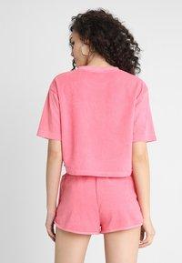 Urban Classics - LADIES SHORT TOWEL TEE - Triko spotiskem - pinkgrapefruit - 2