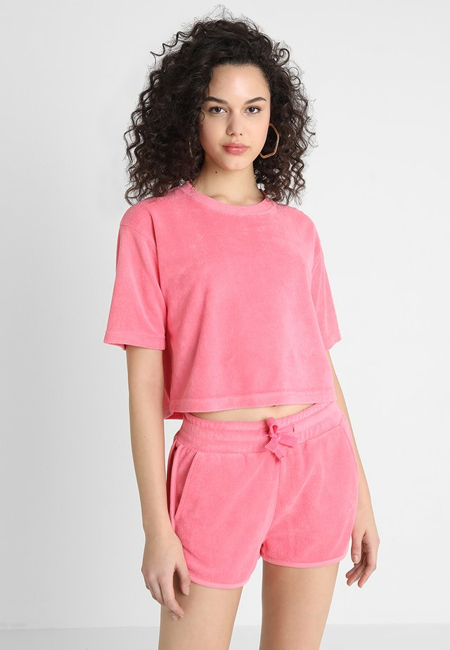 LADIES SHORT TOWEL TEE - Printtipaita - pinkgrapefruit