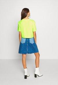 Urban Classics - LADIES SHORT OVERSIZED NEON TEE 2 PACK - T-shirt print - electriclime/black - 3