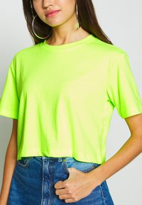 Urban Classics - LADIES SHORT OVERSIZED NEON TEE 2 PACK - T-shirt print - electriclime/black - 5