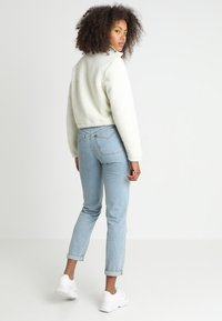 Urban Classics - LADIES SHORT SHERPA TROYER - Fleece trui - offwhite - 2