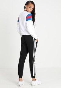 Urban Classics - LADIES SLEEVE CREW - Sweatshirt - white/brightblue/firered - 2