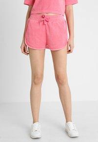 Urban Classics - LADIES TOWEL HOT PANTS - Teplákové kalhoty - pinkgrapefruit - 0