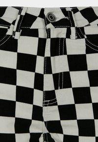 Urban Classics - Shorts - black/white - 5