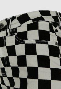 Urban Classics - Shorts - black/white - 6