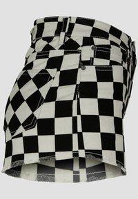 Urban Classics - Shorts - black/white - 4