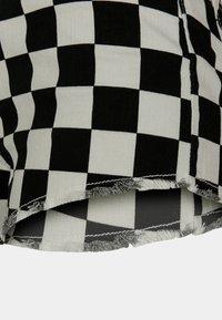 Urban Classics - Shorts - black/white - 7