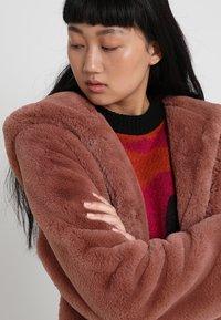 Urban Classics - LADIES HOODED TEDDY COAT - Winter coat - darkrose - 3