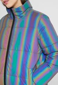 Urban Classics - LADIES IRIDESCENT REFLECTIV PUFFER JACKET - Vinterjakker - rainbow/darksilver - 3