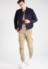 Urban Classics - Cargo trousers - sand - 1