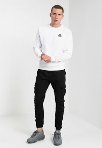 Urban Classics - JOGGING PANT - Cargo trousers - black - 1