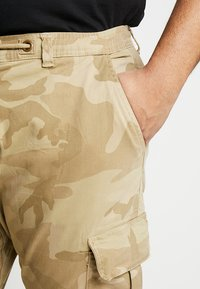 Urban Classics - PANTS - Cargo trousers - sand - 3
