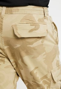 Urban Classics - PANTS - Cargo trousers - sand - 6