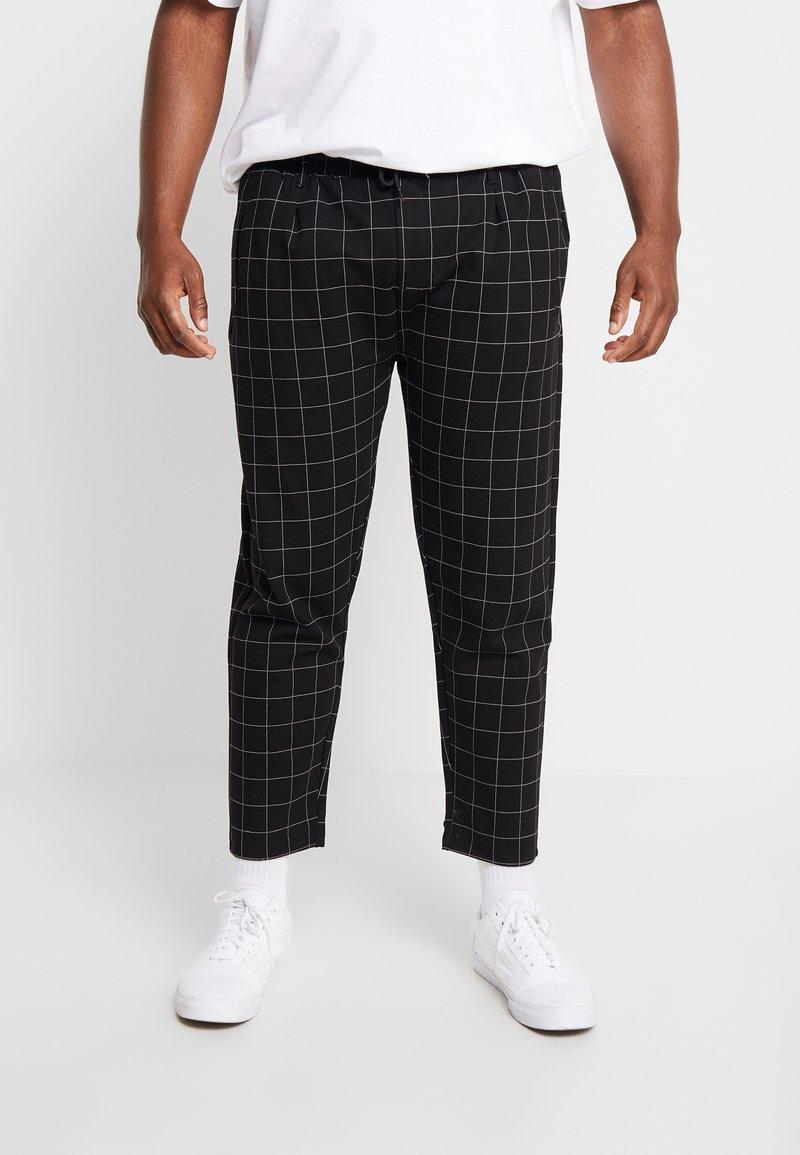 Urban Classics - FORMULA CROPPED PANTS PLUS SIZE - Trousers - black/white