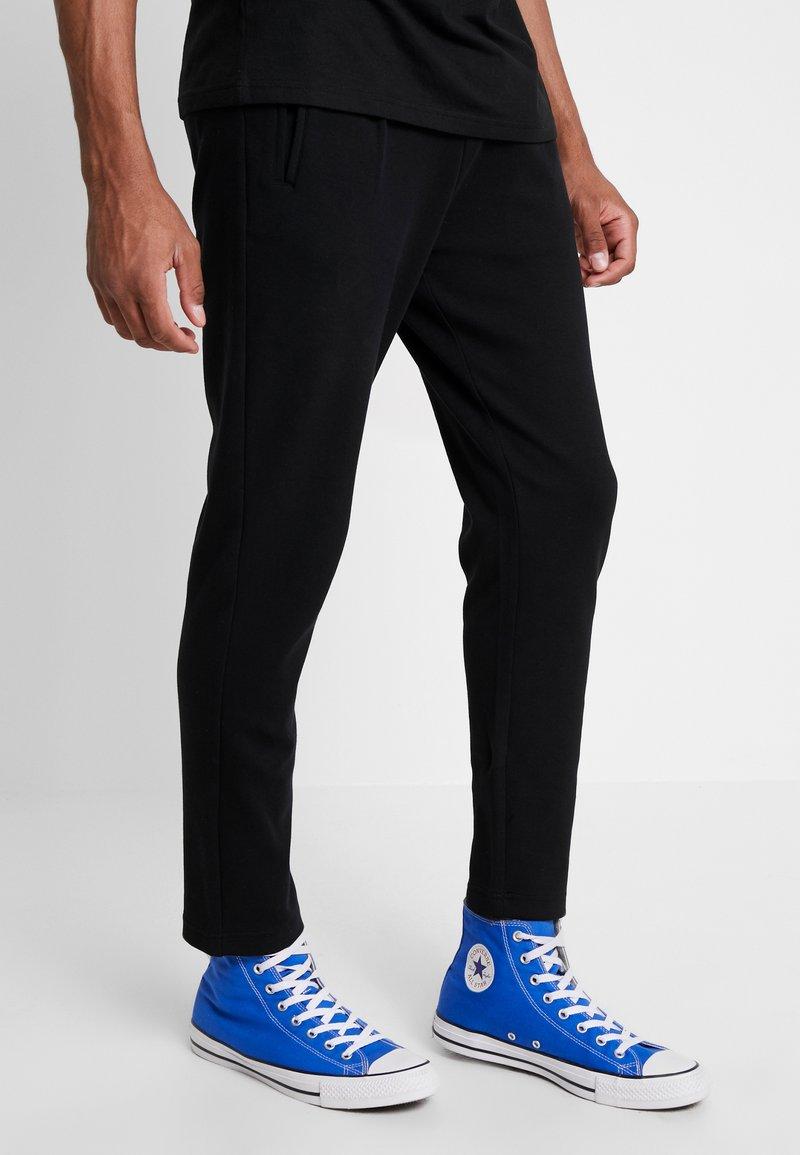 Urban Classics - FORMULA CROPPED PANTS - Trousers - black