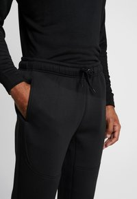 Urban Classics - CUT AND SEW PANTS - Tracksuit bottoms - black - 4