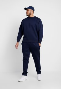 Urban Classics - CUT AND SEW PLUS SIZE - Tracksuit bottoms - midnightnavy - 1
