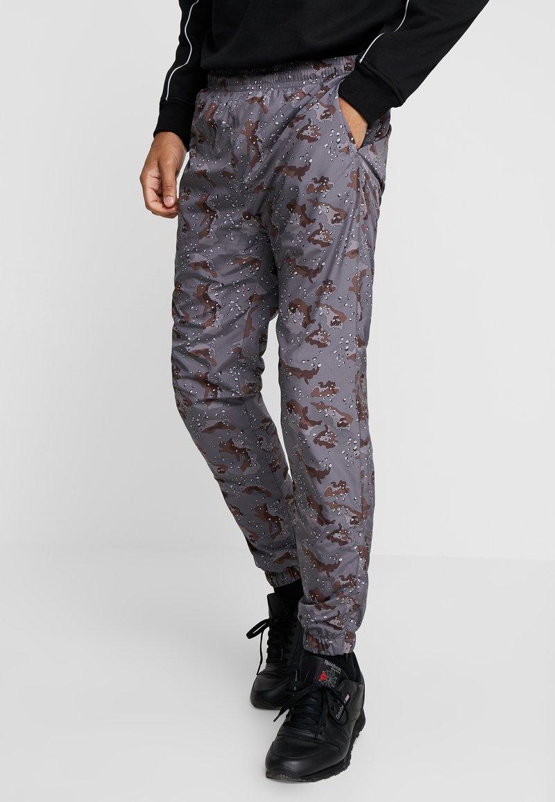 Urban Classics - TRACK PANTS - Teplákové kalhoty - darkdesert