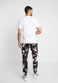 Urban Classics - PANTS 2.0 - Pantalones cargo - wine - 2