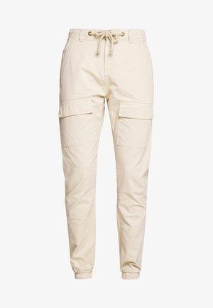 FRONT POCKET CARGO - Trousers - concrete