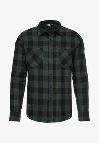 Urban Classics - CHECKED SHIRT - Hemd - black/forest - 4